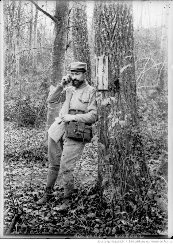 Téléphoniste près de Soissons : [photographie de presse] / [Agence Rol]