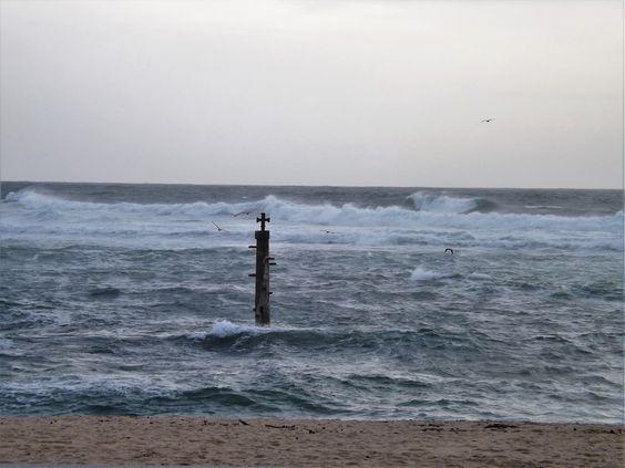 Mar e coluna, Vila do Conde, Portugal