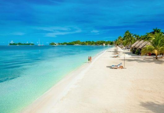 Puesta de sol sobre Montego Bay, Jamaica. Hermosa