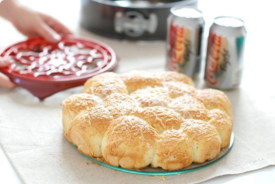 Receta de Pizza de bolitas rellenas de queso y pepperoni. Cambia ingredientes del relleno y adáptala a tus gustos. Con Thermomix ®.