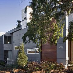 modern exterior by LEANARCH Inc.