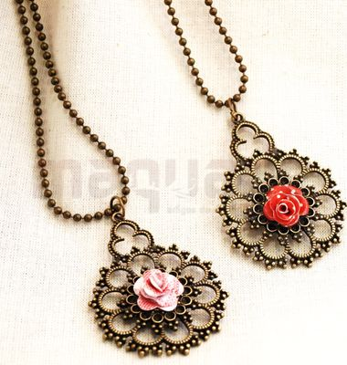 Paper flower necklace by Catarina Coelho