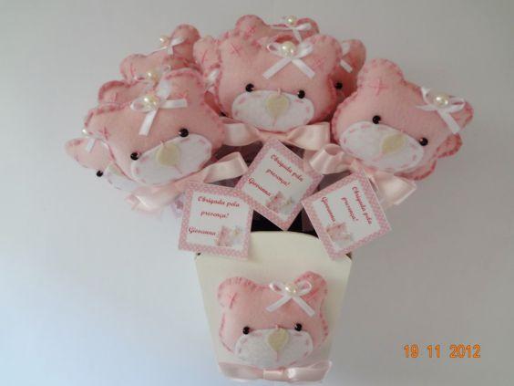 Ponteira ursinha rosa de feltro. <br>Pedido minimo 20 unidades. <br>Acima de 50 unidades grátis um cachepô. (Modelo que estiver disponível )