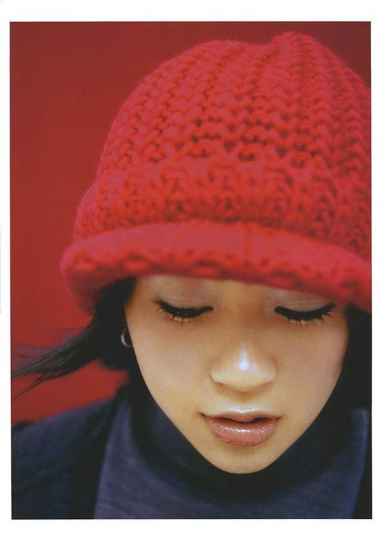 赤色ニット帽の宇多田ヒカル