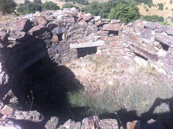 Publicamos un  conjunto fortificado en la Cruz verde. Zarzalejo. #historia #turismo  http://www.rutasconhistoria.es/loc/conjunto-fortificado-cruz-verde-zarzalejo