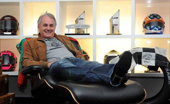 O apresentador de televisão Otávio Mesquita posa para foto em seu escritório, no…