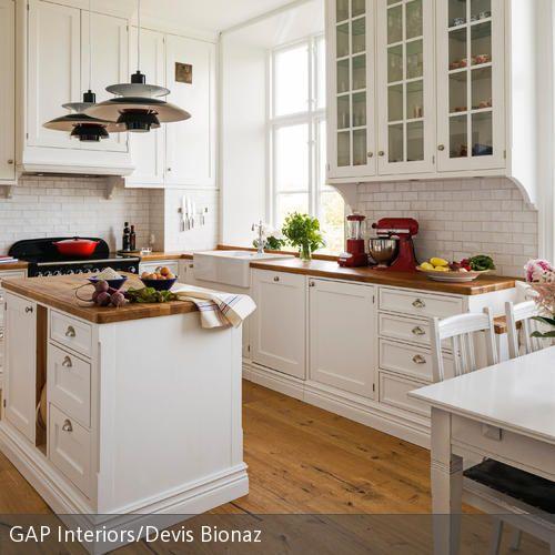 Einrichtungsideen küche landhaus  Weiße Küche im Landhausstil einrichten | Küchenfronten ...