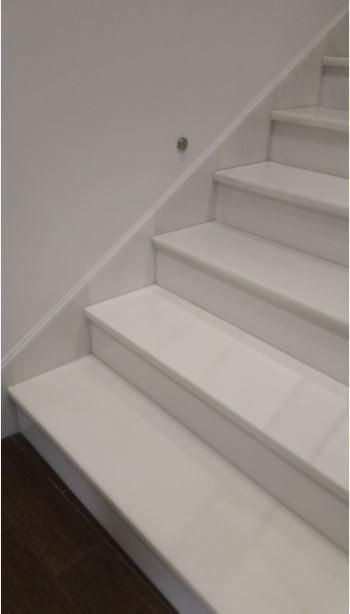 Escalera en m rmol blanco escalera pinterest - Marmol para escaleras ...