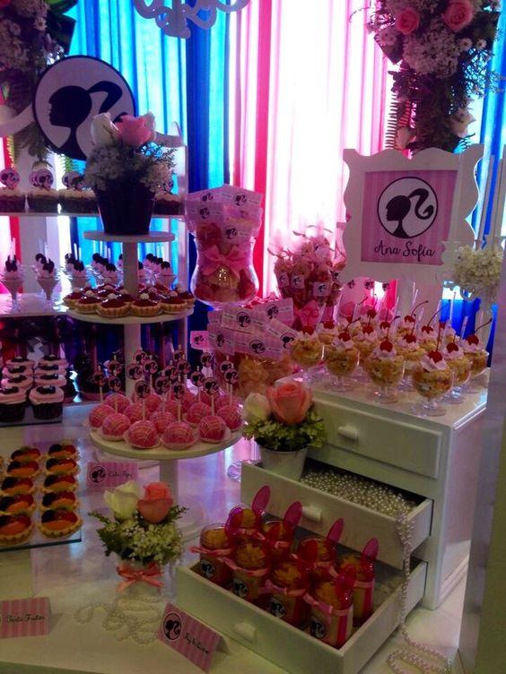 Mesa de postres barbie ideas para el hogar pinterest - Mesas para buffet ...