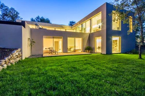 Una vivienda de diseño minimalista en Francia.   http://goo.gl/vujpEi  #interiorismo #arquitectura
