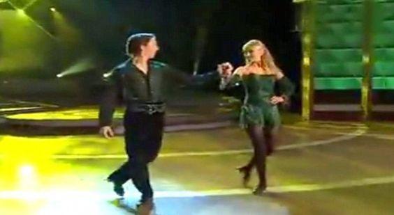 I due ballerini che danno inizio a questa bellissima esibizione si chiamano Nicola Byrne eAlan Kenefick. Aprono le danze con un ballo irlandese eseguito in coppia con spettacolare complicità…