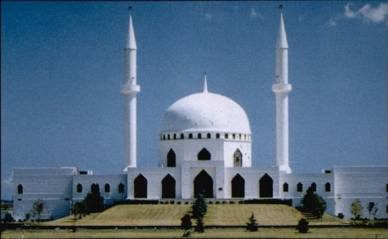Architectually, this mosque in Toledo, Ohio is also done in a traditional way