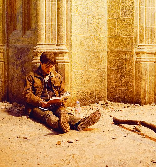 Harry just reading a book during the Battle of Hogwarts
