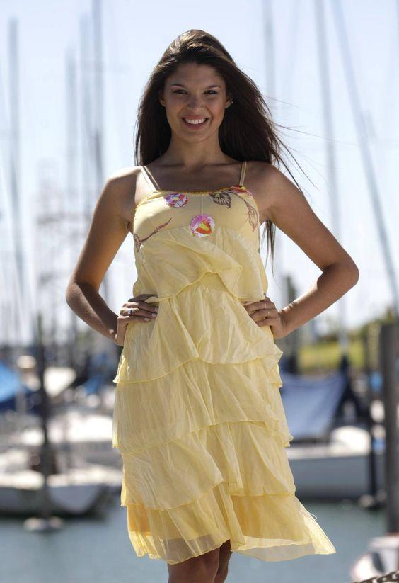 Me gustaría ser Reina Nacional del Mar principalmente para poder representar a mi ciudad, promocionarla y que la gente de otros lugares se sienta bienvenida.  https://www.facebook.com/pages/N%C2%BA10-Montiel-Abril-Magal%C3%AD/183861201814080?ref=ts&fref=ts