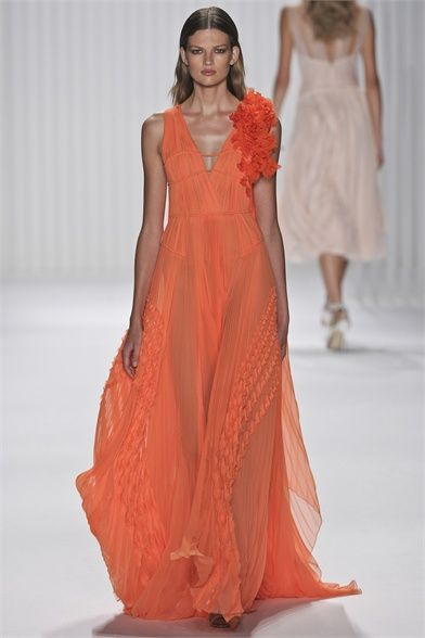 #moda Photos and comments to learn about the collection, the outfits and accessories of J. Mendel presented for Spring Summer 2013