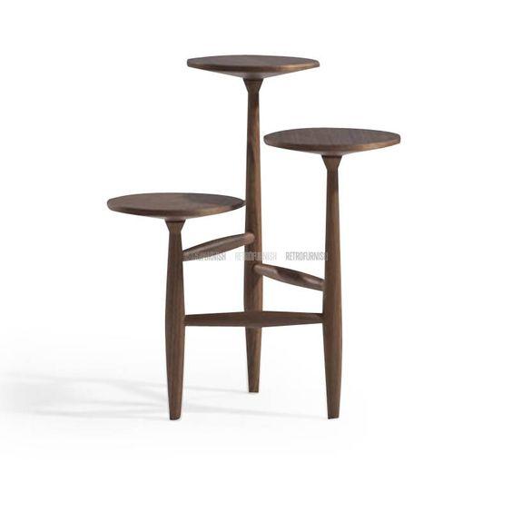 Il s 39 agit d 39 une table en tr pied avec des tablettes en forme de p tal - Lampe au dessus d une table ...