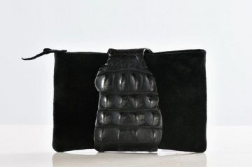 "AgooBiz.com member ""MariaLamanna Bags"". Maria Lamanna handbags are designed for self-confident people, modern men and women with attitude and style, who use fashion as a mean of expressing their personality, interested in timeless pieces that will work just as well tomorrow as they do today.   Check out their MicroSite on AgooBiz to connect"