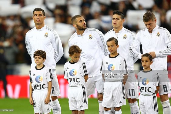 cristiano-ronaldo-karim-benzema-and-james-rodriguez-of-real-madrid-picture-id527241326 (1024×683)
