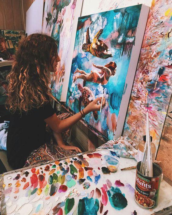 Artista de 16 años crea hermosas pinturas de mujeres que interactúan con la naturaleza