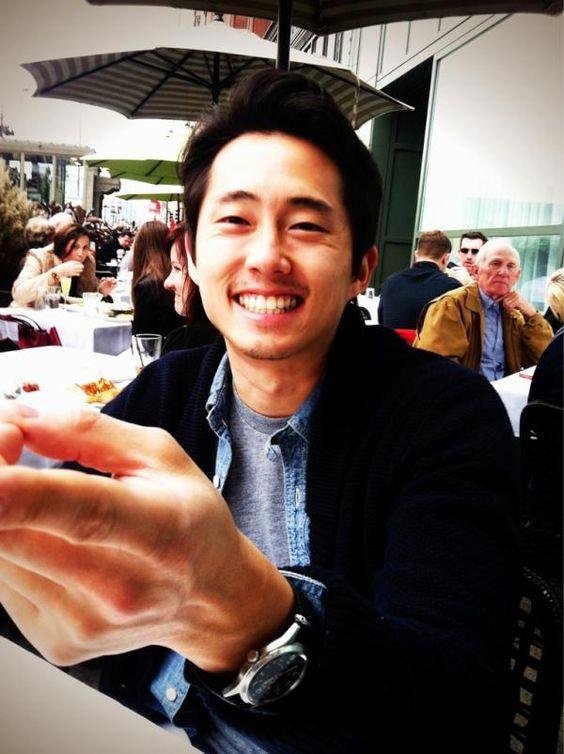 笑顔のスティーヴン・ユァン