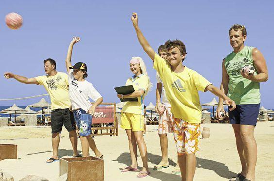 Mit meinen Freunden ne Partie Boccia spielen. Der Sand ist warm, die Sonne scheint.