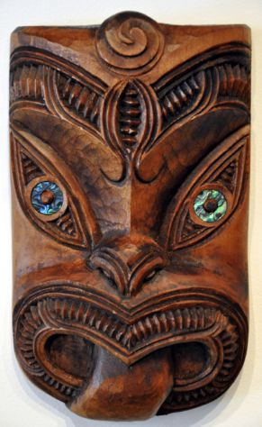 Traditional Maori carving by Thomas Hansen