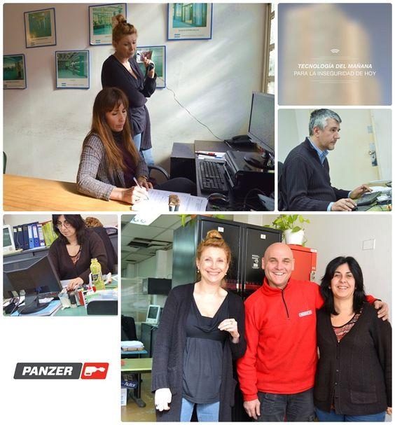 Una recorrida por nuestras oficinas: en el sector de administración y servicio técnico nos regalaron una foto en equipo así podemos seguir mostrando quienes somos los que hacemos Panzer.