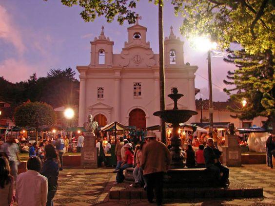 ¿Sabías que las Fiestas de los Negritos que se realizan en El Retiro, son una de las celebraciones más apetecidas de Antioquia? El festejo incluye una programación para todas las edades. La diversión se extenderá entre el 26 y el 30 de diciembre. #RAMServiceGroup