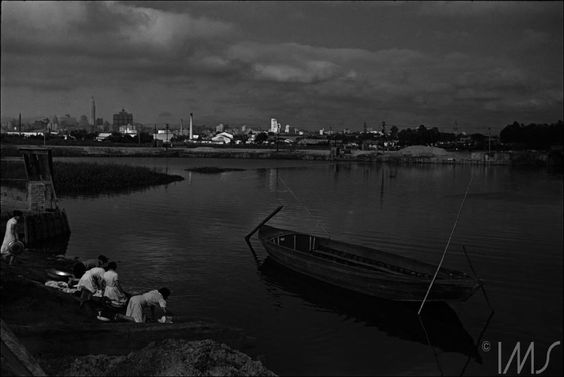 Rio Tietê e ao fundo o Centro com os Edifícios do Banespa e Martinelli Ano: década de 1940. Autor/Fonte: Thomaz Farkas/IMS