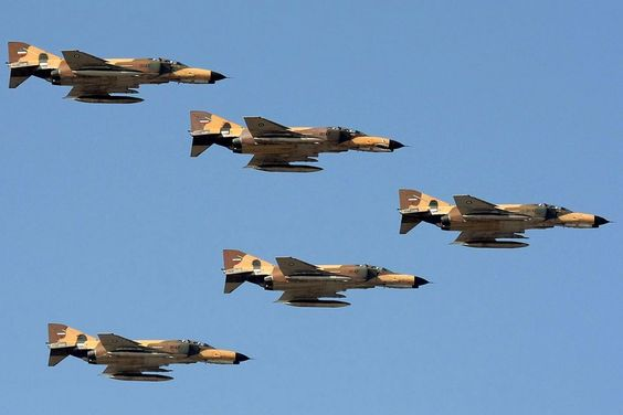 1024px-a_formation_of_iriaf_f-4s_over_bushehr.jpg (1024×683)
