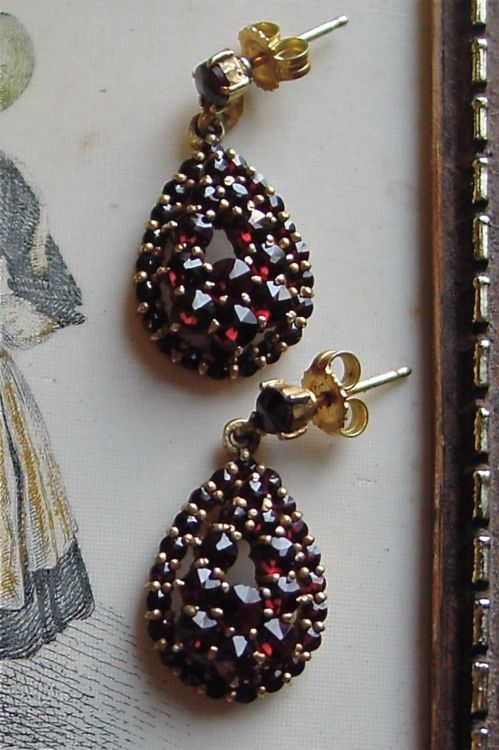 Rose cut Bohemian garnet gilt silver drop earrings.