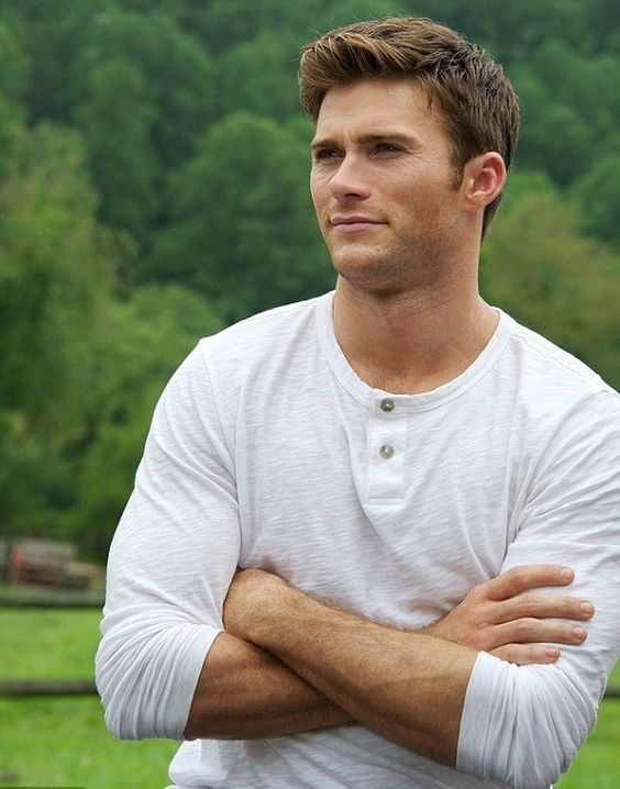 Scott Eastwood Height, Weight, Biceps Size and Body Measurements