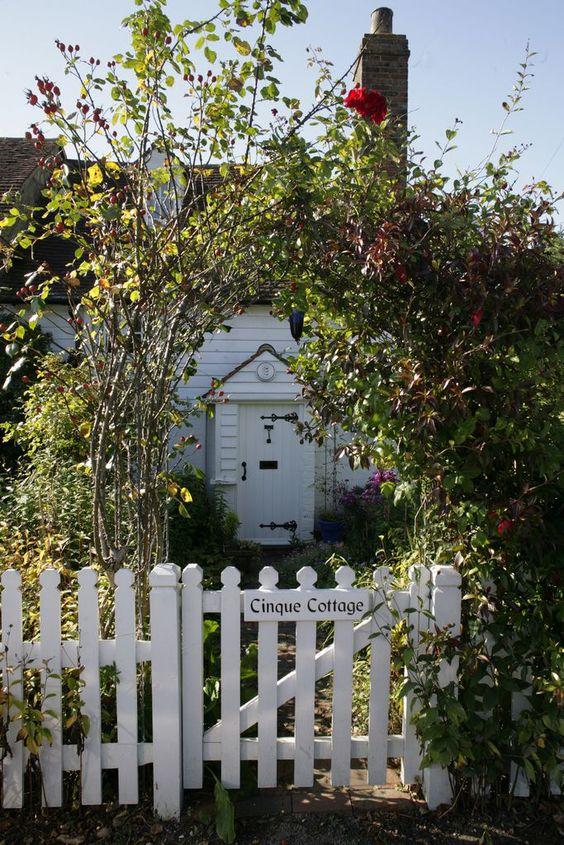 Clôtures, Maisons de campagne and Piquets de clôtures blanches on ...