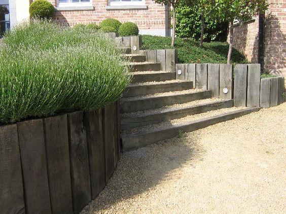 Entr e et escalier avec traverses de chemin de fer outside inside pintere - Entree de maison avec escalier ...