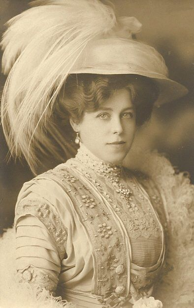 +~+~ Antique Photograph ~+~+ Elegance and a Feathered Hat!: