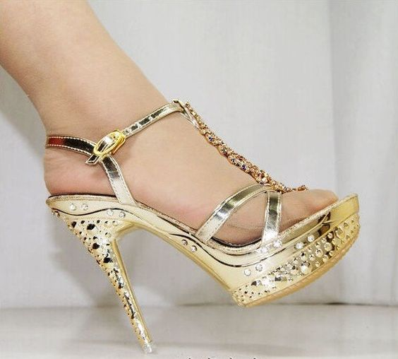 sexy gold high heels!!! I love these heels because they're sparly ...
