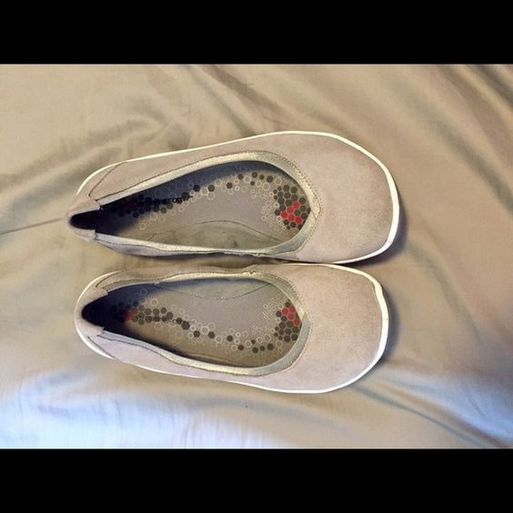 "Vivobarefoot size 8.5, ballet flats- gray Vivobarefoot shoes, size 8.5- these gray ballet flats are ""barefoot style""- in great shape. Pet free and smoke free home! Vivobarefoot Shoes Flats & Loafers"