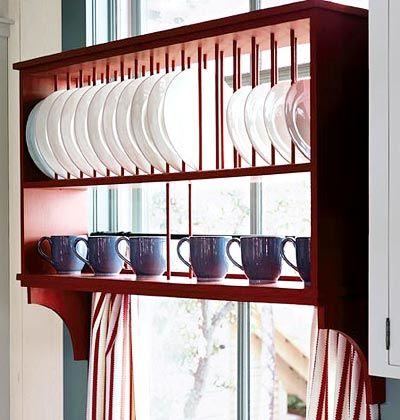Amoblamiento cocina: estante para escurrido y almacenaje de platos arriba de bacha y frente ventana.