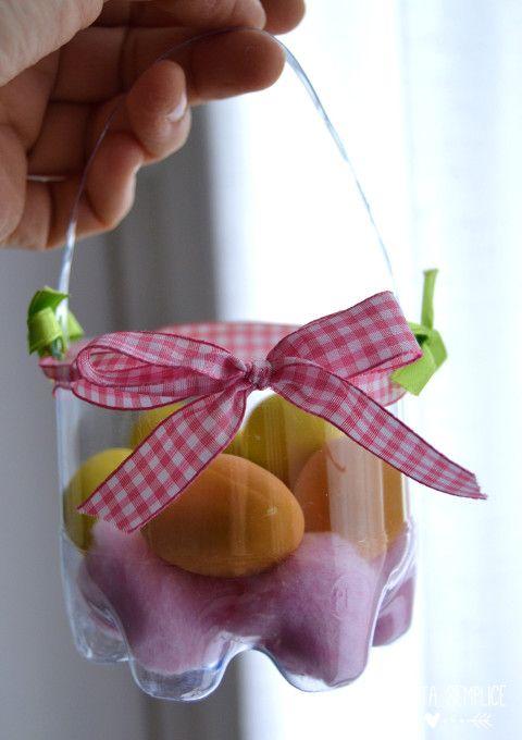 Cestini di Pasqua con bottiglie di plastica (senza colla):