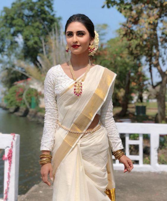 "Traditional Dress Of Kerala For Females: ""Mundum-Neriyathum"
