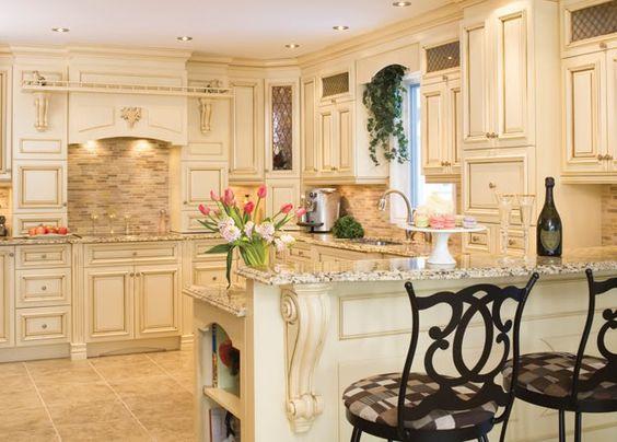 Personnalisez vos armoires de cuisine avec des moulures for Armoire de cuisine usage