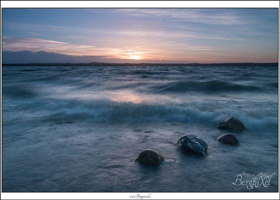 Starnberger See - watch out www.bergpixel.de #starnberg #starnbergersee #bayern #bavaria #germany #deutschland #seascape #sonnenuntergang #sundown #sunset #wasser #water #sea #see #lake #outdoor #photography #fotografie #canon #eos #70d