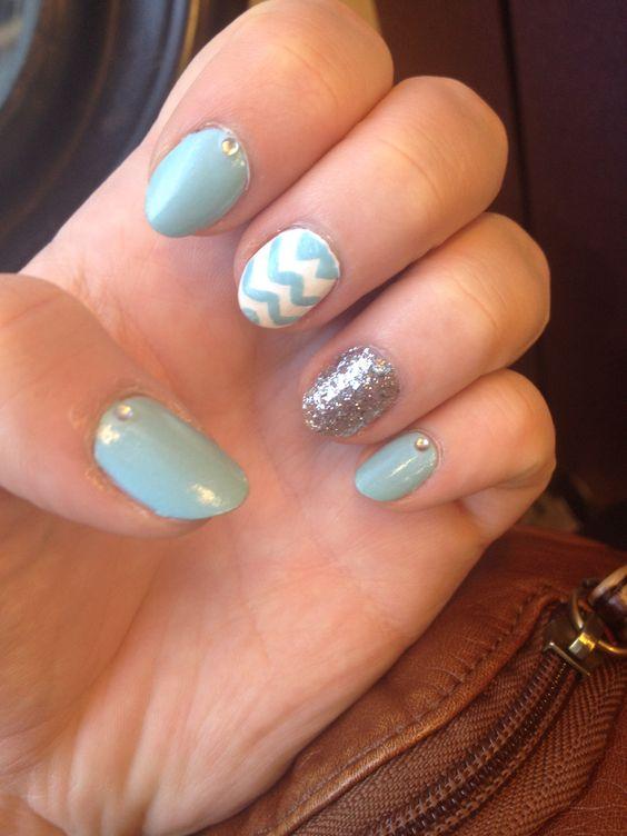 Chevron design, nail art ,silver Essie nail polish ❤️