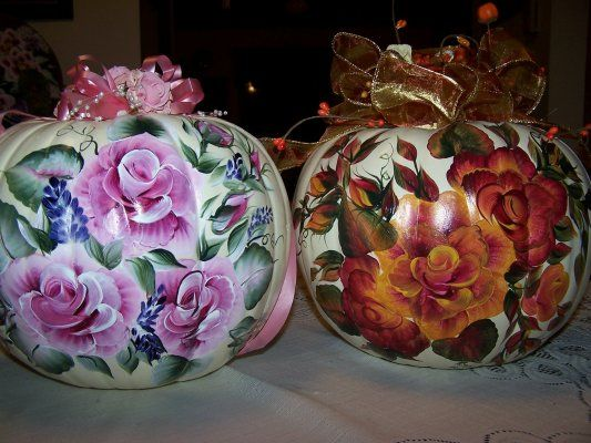 Love the orange flowers painted on white pumpkins can do Flower painted pumpkins