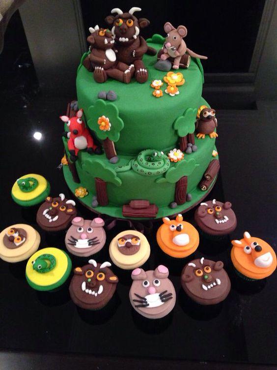 Bolo e cupcakes de aniversário dos Grufalos