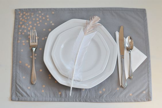 The Small Things Blog: DIY dotted placemat