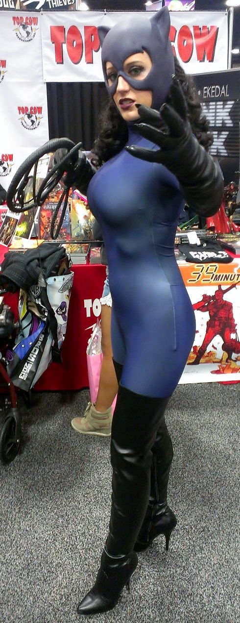 Catwoman Cosplayer With Big Boobs  Sexy Cosplay -7601