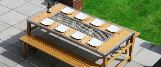 Der Jag Tisch besitzt ganze acht Grillflächen