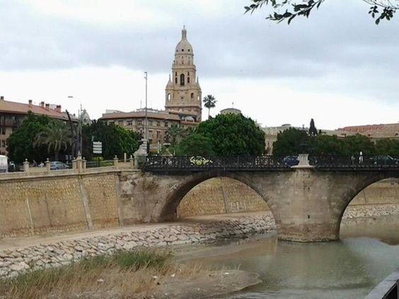 Rio, Puente de los Peligros, Ayuntamiento y Catedral de fondo. #Murcia