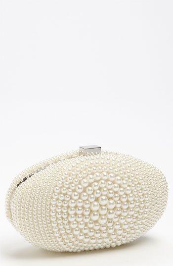 www.weddbook.com everything about wedding ♥  Gorgeous Pearly Wedding clutch #wedding #pearl #clutch #fashion